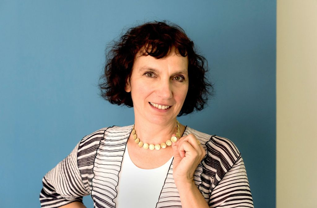 Christiane Lange trägt die Fingerabdrücke der Eltern um den Hals. Foto: Lg/Max Kovalenko