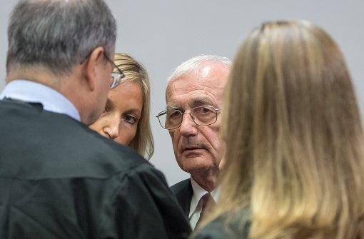 Lebenslange Haftstrafen für jugoslawische Ex-Offiziere