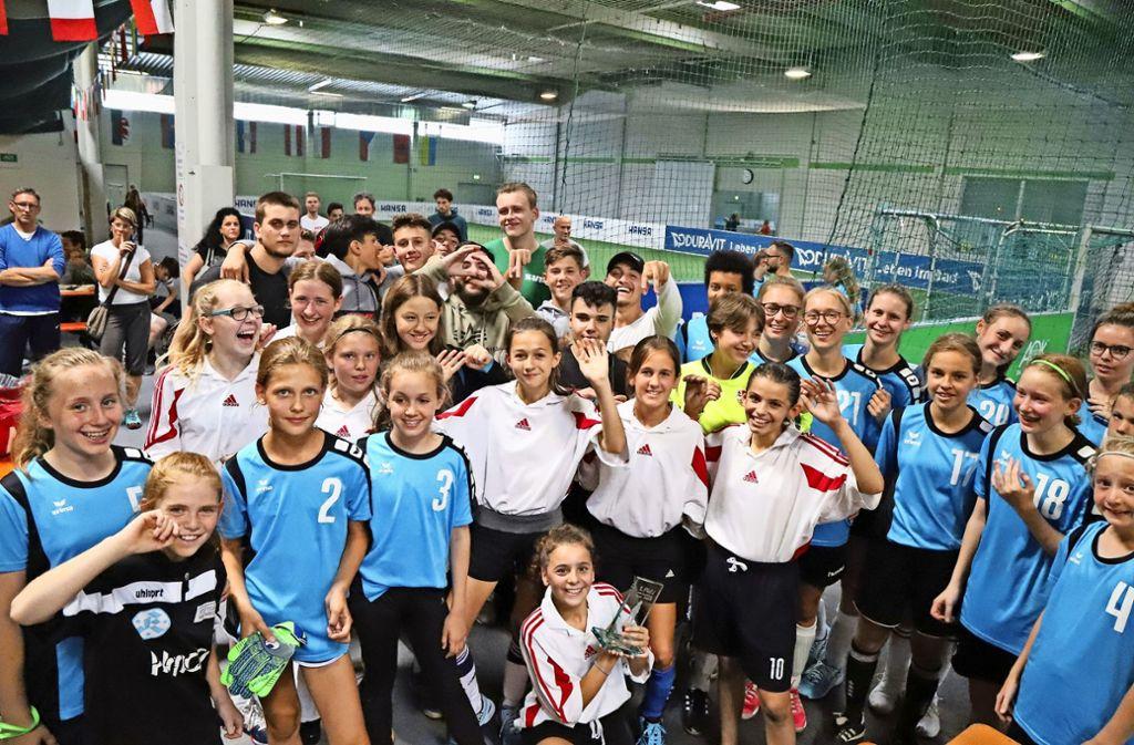 Schlussjubel nach erfolgreichen Spielzügen: Die vier besten der insgesamt 22 Teams freuen sich im Schmidener Soccer-Olymp über   ihren jeweiligen Triumph. Foto: Patricia Sigerist