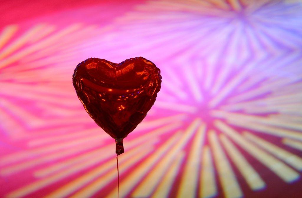Ein Herz für Singles – zehn Tipps damit der Valentinstag erträglicher wird. Foto: dpa-Zentralbild