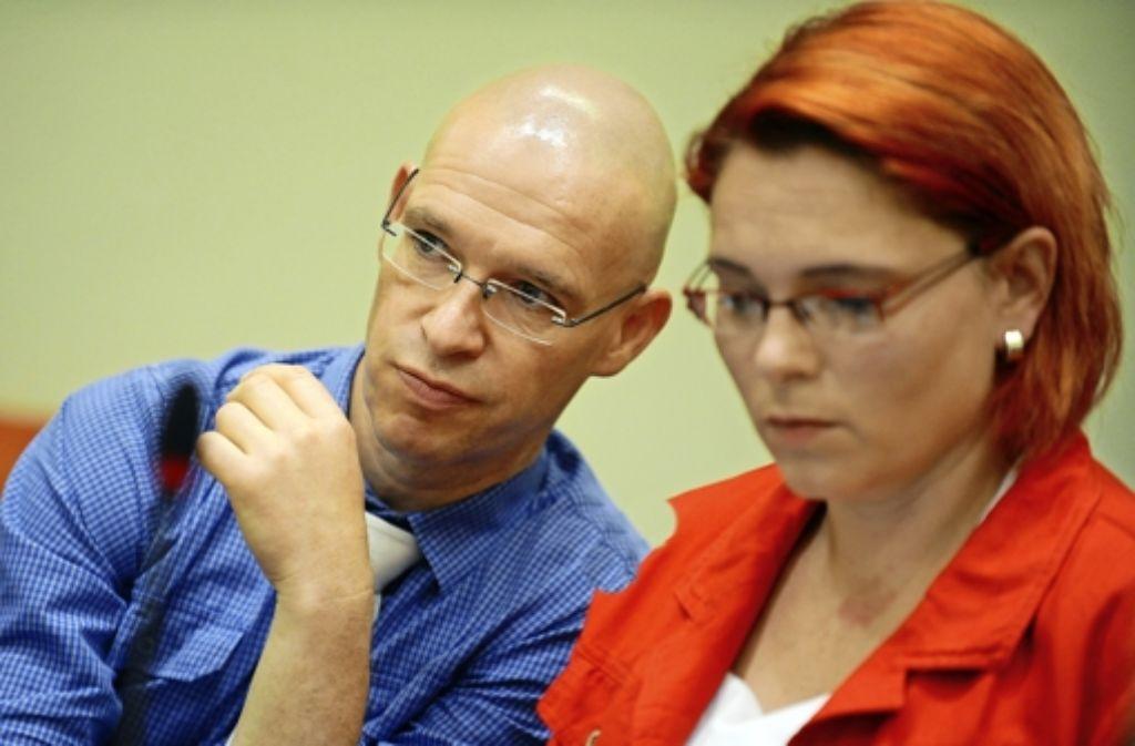 Der Anwalt  Olaf Klemke (hier mit seiner Kollegin) beschert dem Gericht unangenehme Niederlagen. Foto: dpa