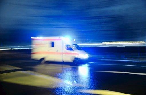 Unbekannter tritt 25-Jährigem brutal ins Gesicht