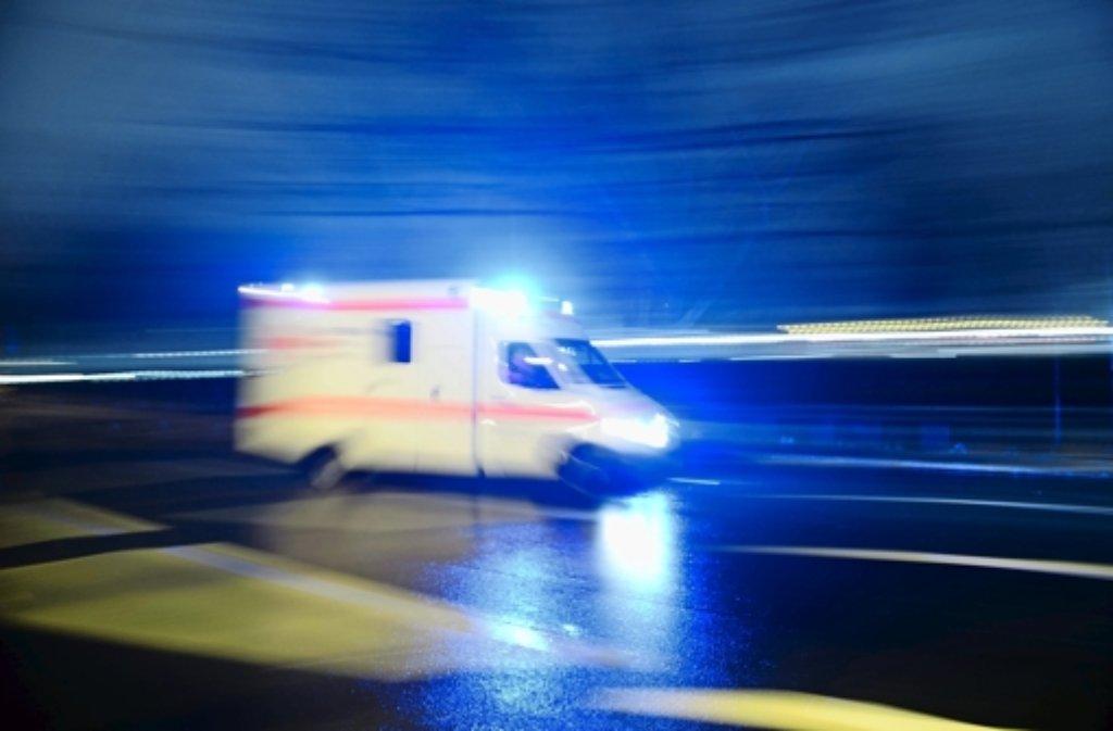 Der Zeuge eines Unfalls ist in Wendlingen vom Verursacher angefahren worden. Der Fahrer überrollte den Fuß des jungen Mannes. (Symbolfoto) Foto: dpa