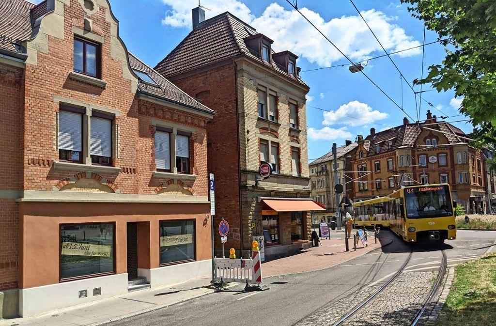 Der neue Weltladen (links) ist direkt bei der Stadtbahnhaltestelle. Foto: Jürgen Brand