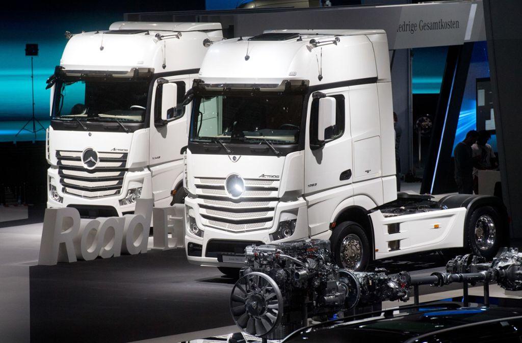 Daimler baut nicht nur Autos, sondern auch Lastwagen. Foto: dpa