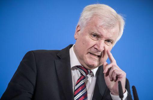 Seehofer kritisiert Amtsvorgänger de Maizière