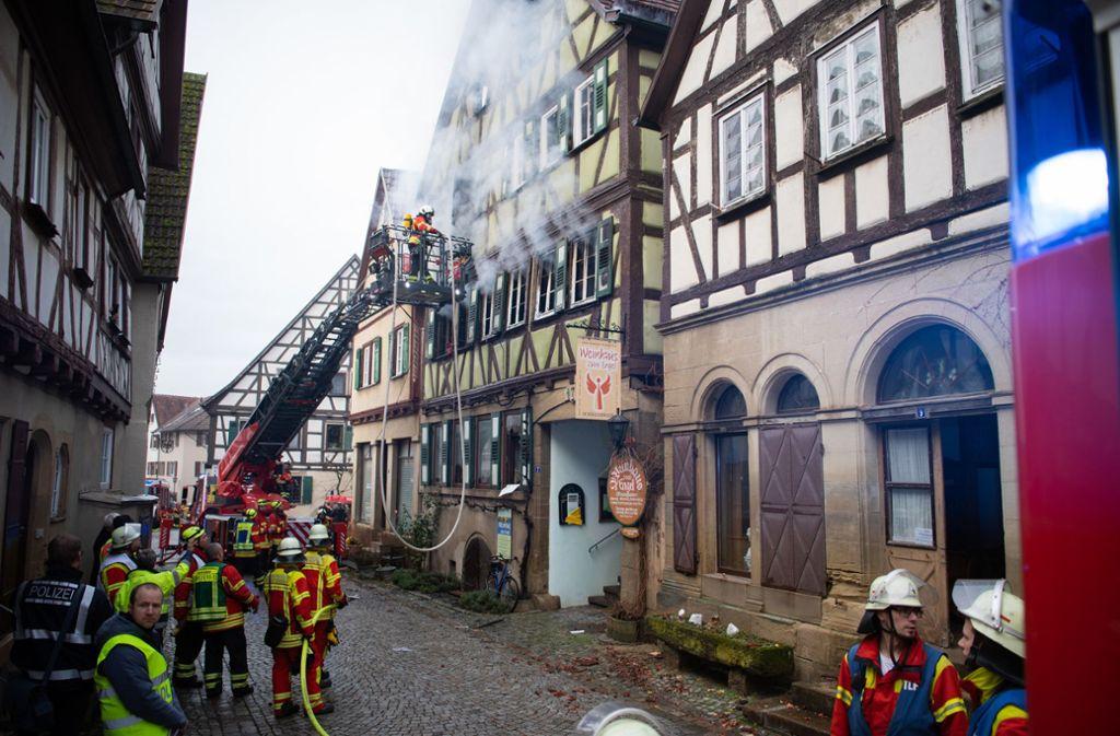 Das Fachwerkhaus ist nach dem Feuer einsturzgefährdet. Foto: dpa/Tom Weller