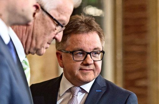 Erste Verhandlungen mit Winfried Kretschmann: Grün-Schwarz ist nun auch für CDU-Spitzenkandidat Guido Wolf (rechts) eine Option. Foto: dpaMontage: Schlösser