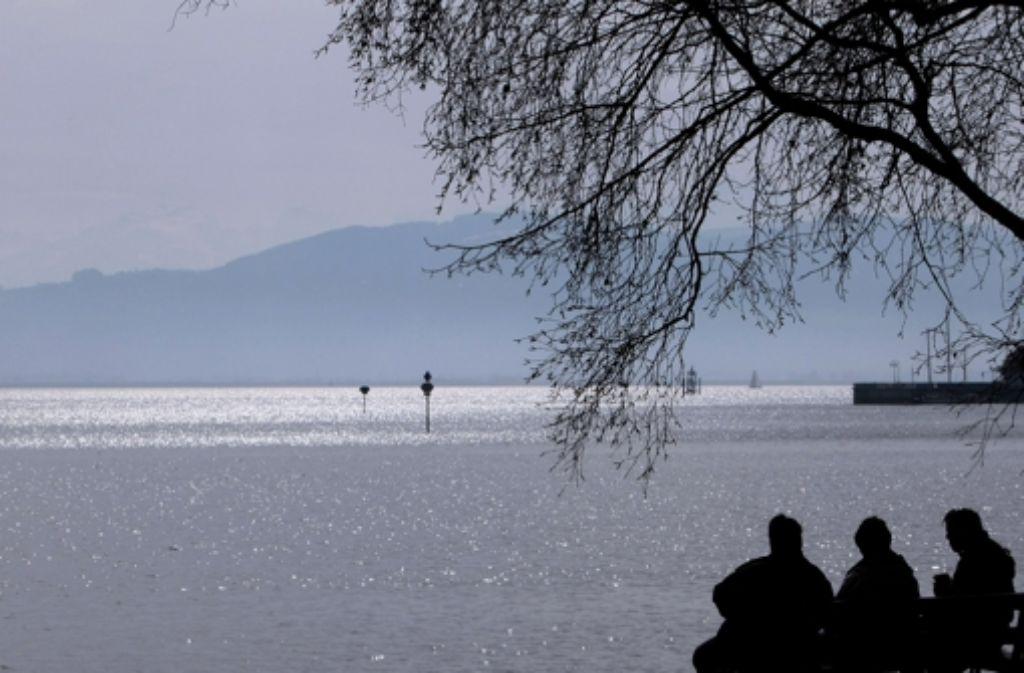 Wie belastet ist das Wasser im Bodensee? Foto: dpa