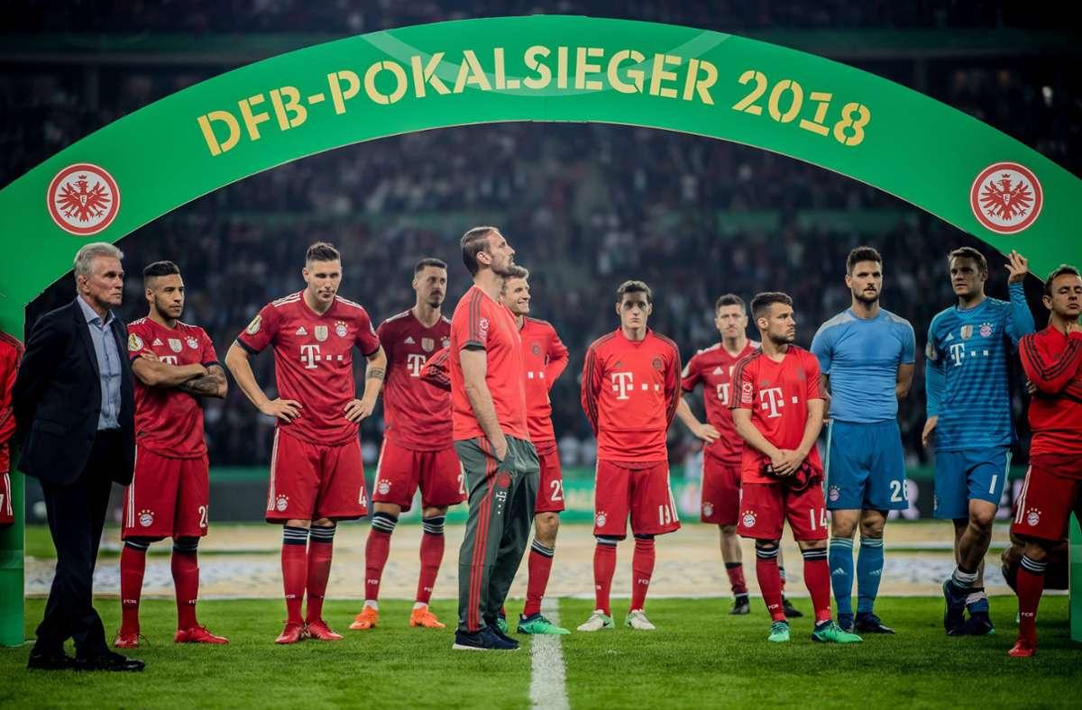 Nicht immer ist das Pokalfinale gut ausgegangen für den FC Bayern: Enttäuschte Münchner nach der 1:3-Niederlage 2018 gegen Eintracht Frankfurt. Foto: imago//Thomas Eisenhuth