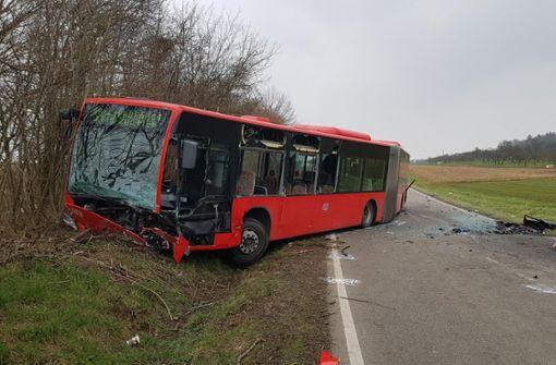 Ein Toter nach Unfall mit Linienbus