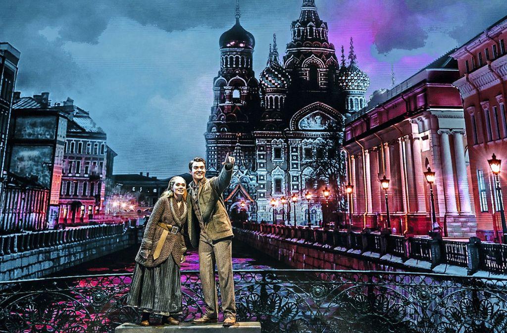 "Judith Caspari als Anja/Anastasia und Milan van Waardenburg als Dimitri in ""Anastasia"" Foto: Johan Persson"