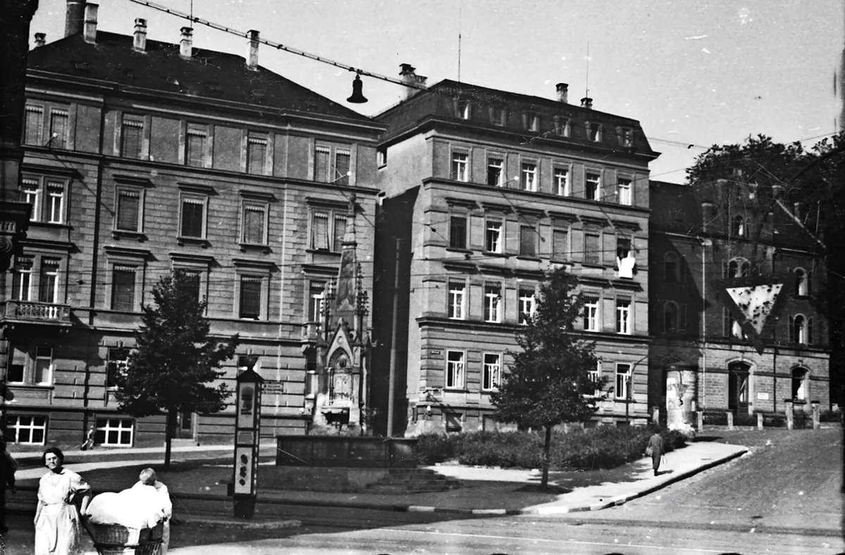 Die Ecke Tübinger Straße / Silberburgstraße war schon mal ein schmucker Platz, wie die historische Aufnahme aus dem Jahr 1942 zeigt, und soll es nun  auch wieder werden. Foto: Stadtarchiv Stuttgart