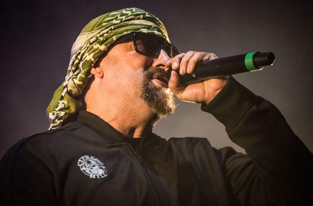 Mit Einsatz: der Rapper B-Real von Cypress Hill in der Porsche-Arena Foto: Lichtgut/Julian Rettig