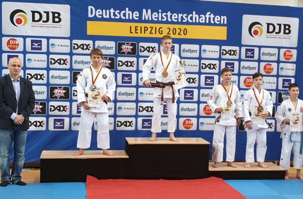 Lennie Tietgen (2. von links) muss auf dem Siegerpodest nur Falk Hobein den Platz ganz oben überlassen. Foto: /privat