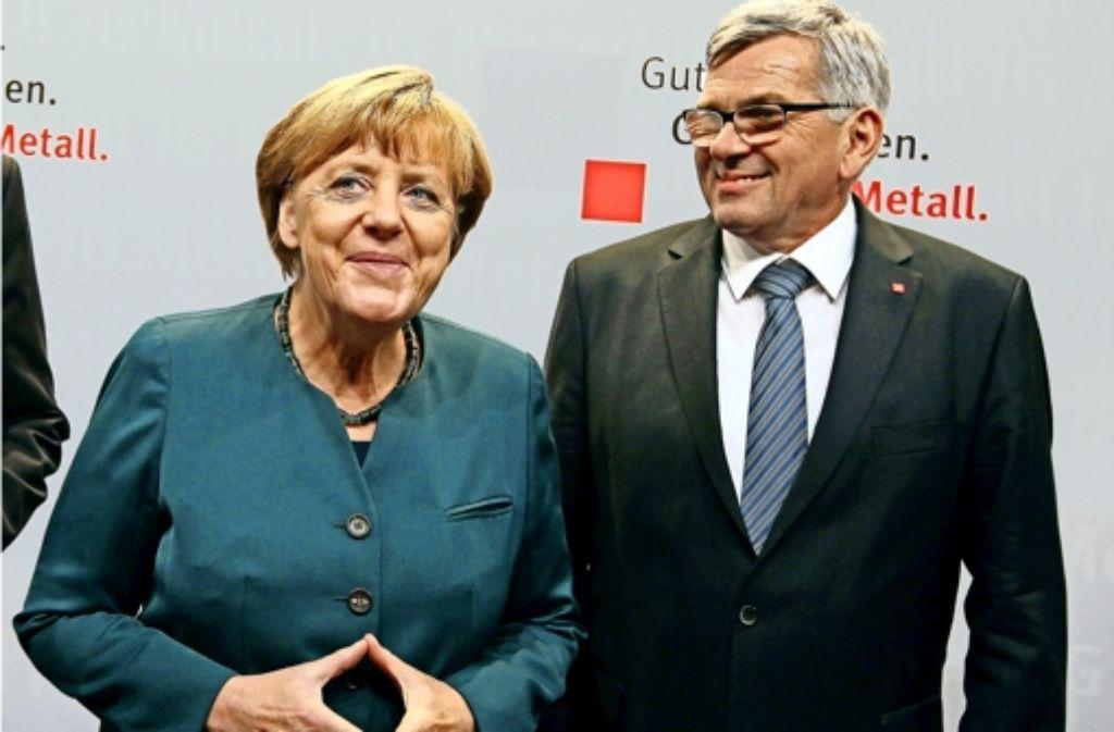 Berührungsängste mit Gewerkschaftsführern kennt Kanzlerin Angela Merkel schon lange nicht mehr. Auch mit  IG-Metall-Chef Jörg Hofmann versteht sie sich offenbar gut. Foto: AFP