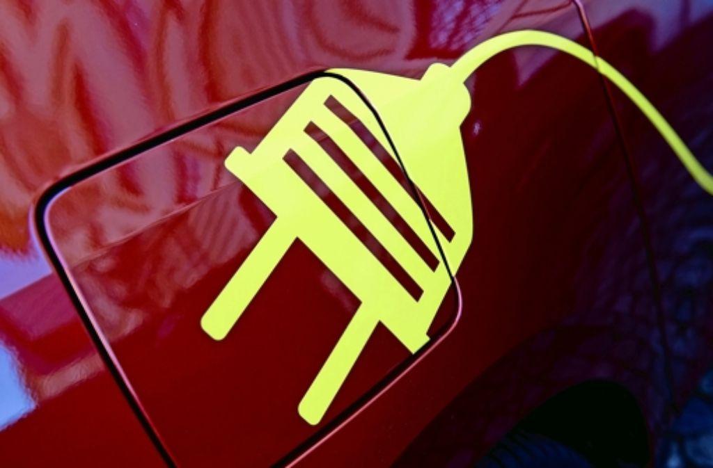 Die Betriebsratschefs von Daimler und Volkswagen fordern die deutsche Industrie und Politik dazu auf, in Punkto Elektromobilität konstruktiv zusammenzuarbeiten. Foto: dpa