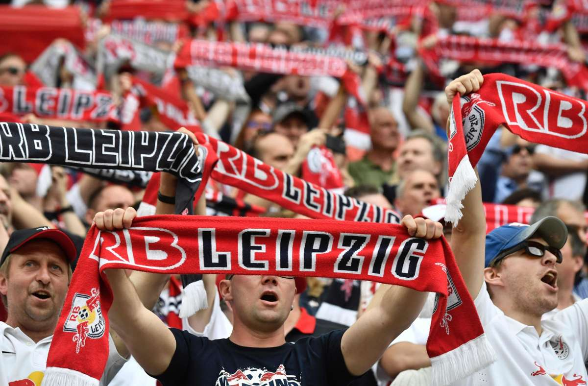 In Sachsen dürfen bald wohl wieder Fans ins Stadion. Foto: AFP/JOHN MACDOUGALL