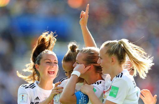 Warum die DFB-Frauen die Kanzlerin feiern