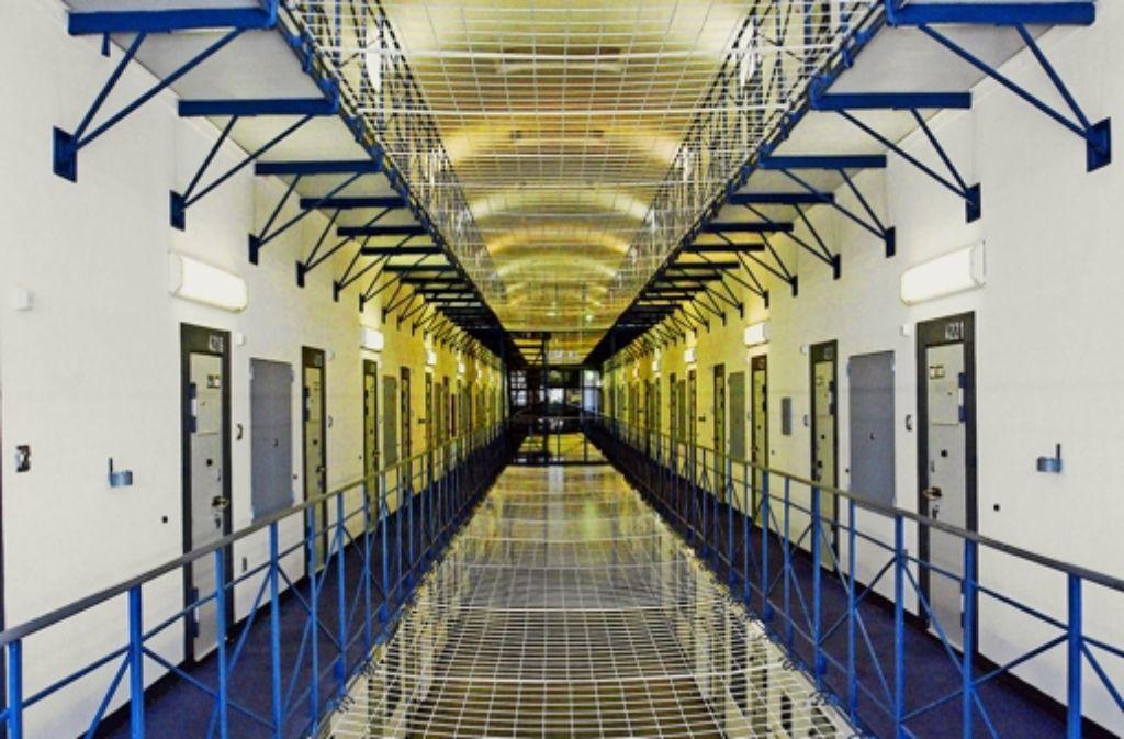 Im August vergangenen Jahres verhungerte in der Haftanstalt ein psychisch kranker Gefangener. Der Fall brachte auch Justizminister Rainer Stickelberger in Nöte. Foto: dpa