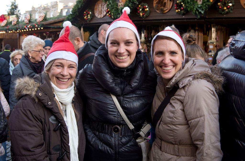 Festliche Stimmung: Besucher auf dem Weihnachtsmarkt in Stuttgart. Foto: Oliver Willikonsky / Lichtgut