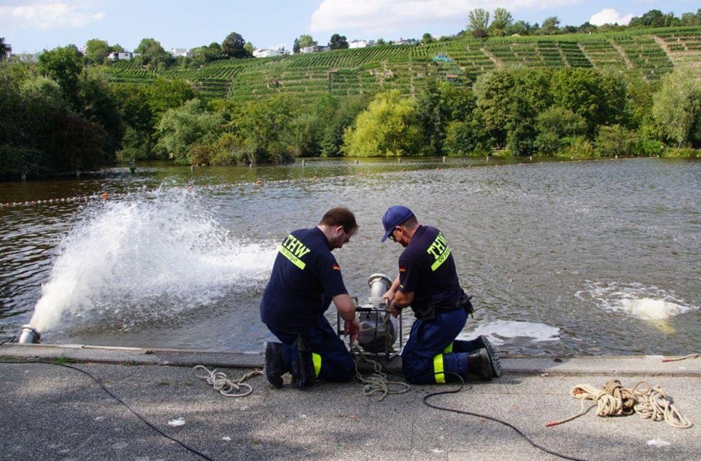 Das Technische Hilfswerk hilft mit Pumpen, die Sauerstoffwerte im Max-Eyth-See zu verbessern. Foto: 7aktuell/Andreas Werner