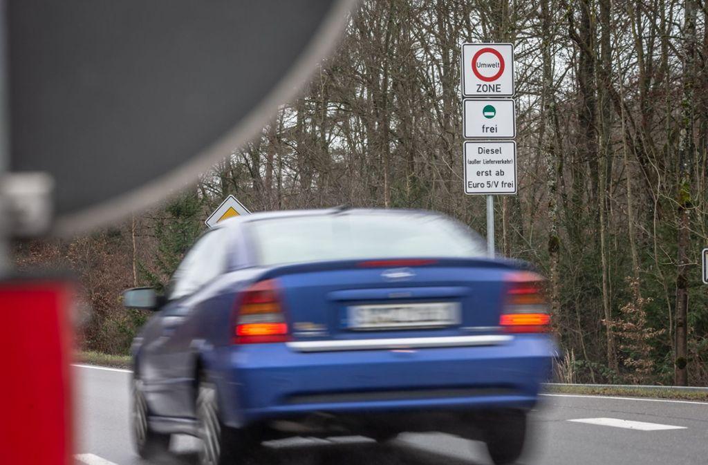 Seit dem 1. Januar gilt ein Fahrverbot für Diesel  der Euronorm vier im Stadtgebiet Stuttgart. Wer in Stuttgart wohnt, darf noch bis 1. April 2019 fahren. Foto: Lichtgut/Julian Rettig