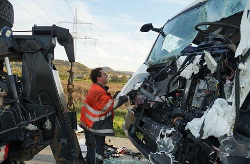 Vollsperrung der A8 nach Unfall