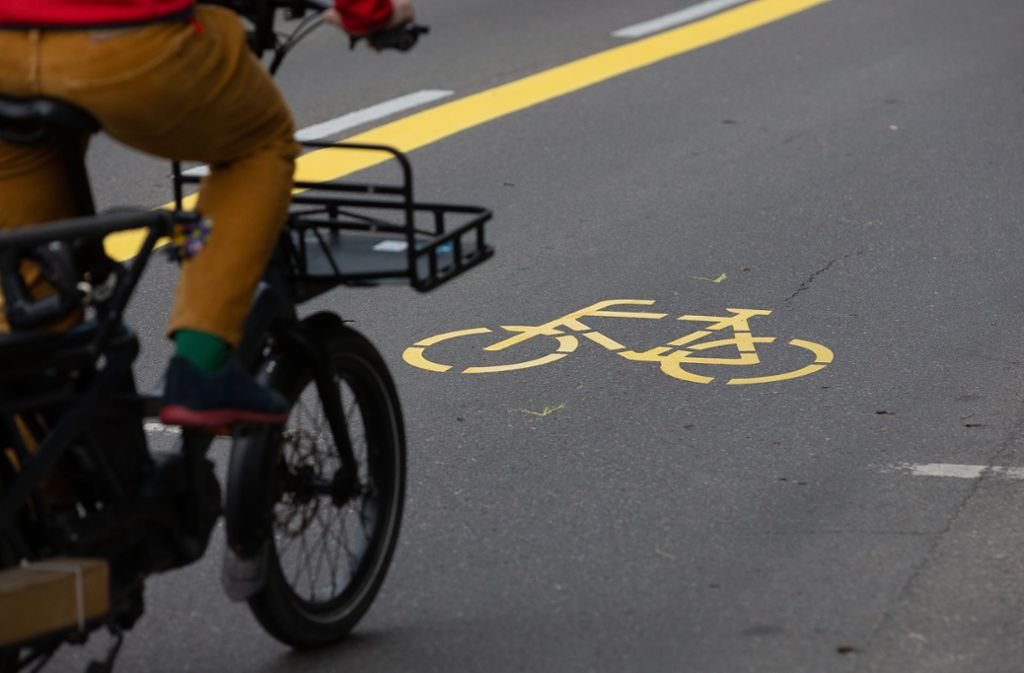 Seit Montag haben Radfahrer auf der Theodor-Heuss-Straße eine eigene Verkehrsspur. Foto: Leif Piechowski/Leif-Hendrik Piechowski