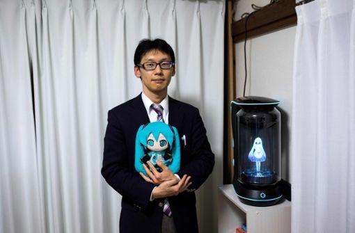 Japaner liebt Hologramm