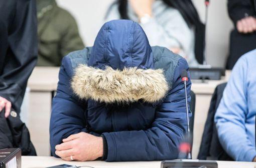 Jungen Mann teilskalpiert - Drei Angeklagte wollen gestehen