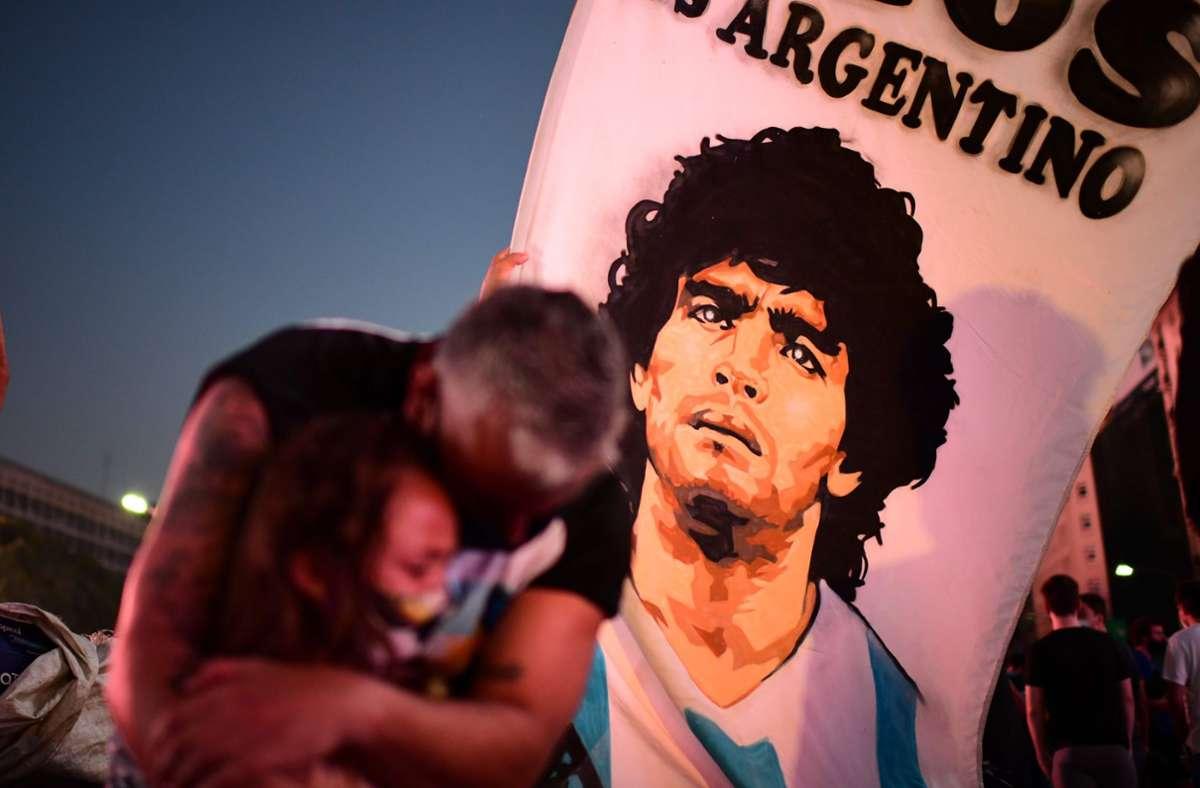 Bittere Tränen in Buenos Aires: Die Welt trauert um Diego Maradona. Foto: AFP/RONALDO SCHEMIDT