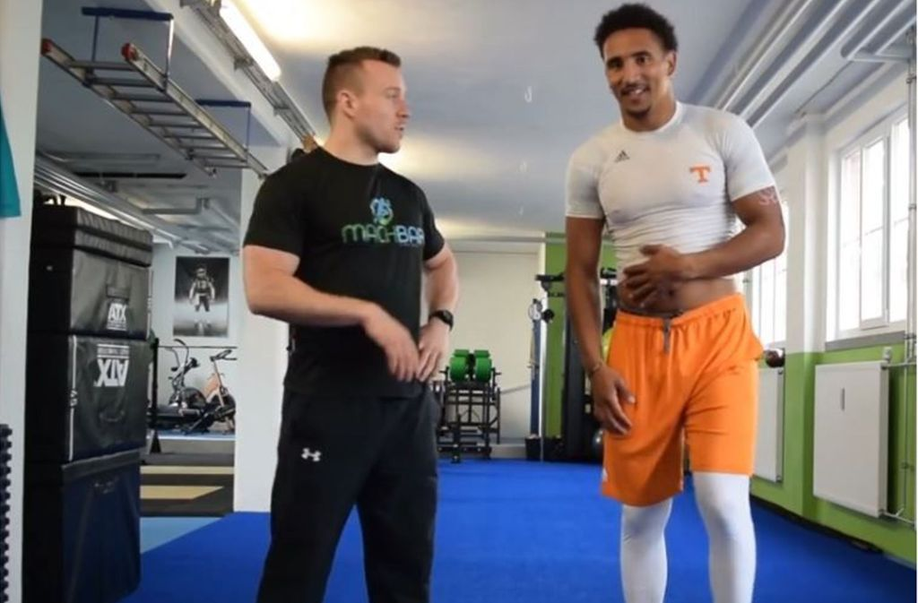 Jakob Johnson (re.) vor einer Trainingseinheit im Fitnessraum der Tennessee Volunteers. Foto: Screenshot Youtube