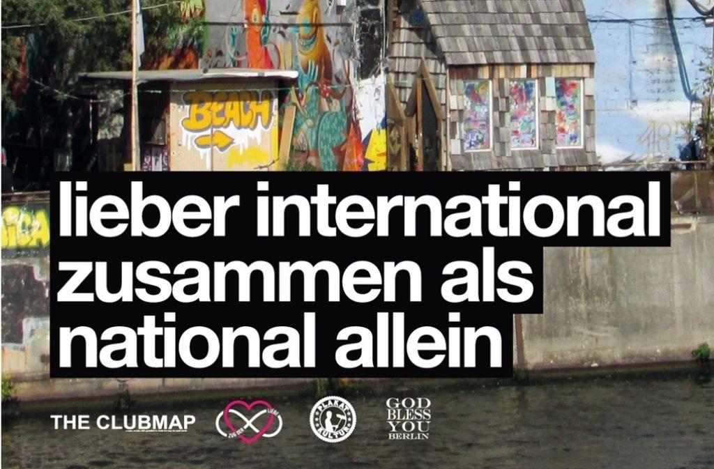 """""""Lieber international zusammen als national allein"""" – Das ist nur eines der vielen Plakate aus Berlin. Foto: www.zugderliebe.org"""