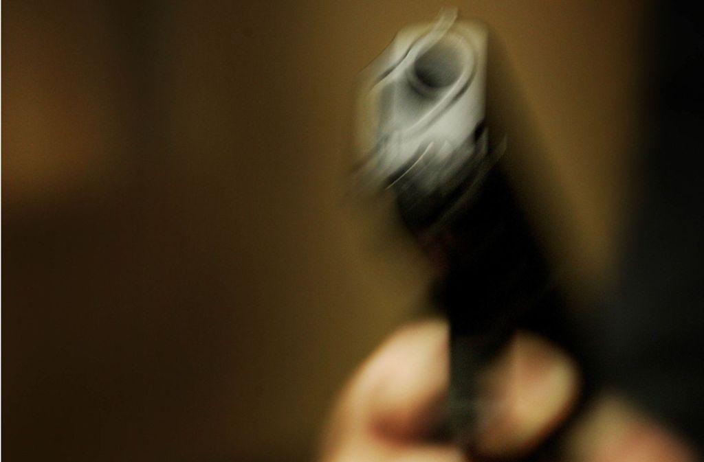 Die Täter haben eine Mitarbeiterin mit einer Pistole bedroht, um Geld aus der Kasse zu erlangen. Foto: Gottfried Stoppel