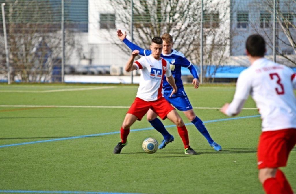 Miroszlav Kosuta (am Ball) ist an vielen Oeffinger Aktionen beteiligt. Foto: Maximilian Hamm