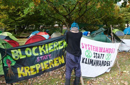 Klimaaktivisten schlagen hunderte Zelte vor Kanzleramt auf
