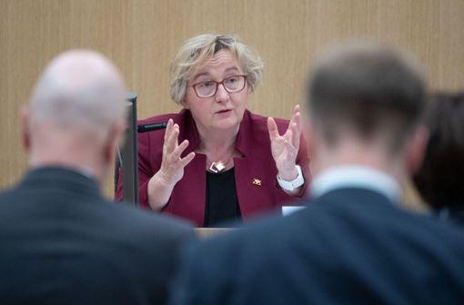 Opposition bleibt bei Vorwürfen gegenMinisterin Bauer