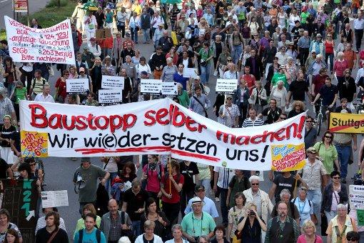 Tausende Gegner auf der Straße