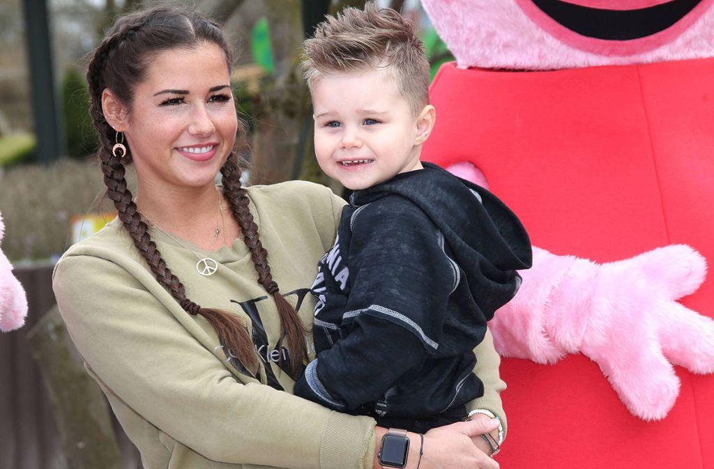 Sarah Lombardi mit ihrem Sohn Alessio im April 2018. Foto: imago images/APress