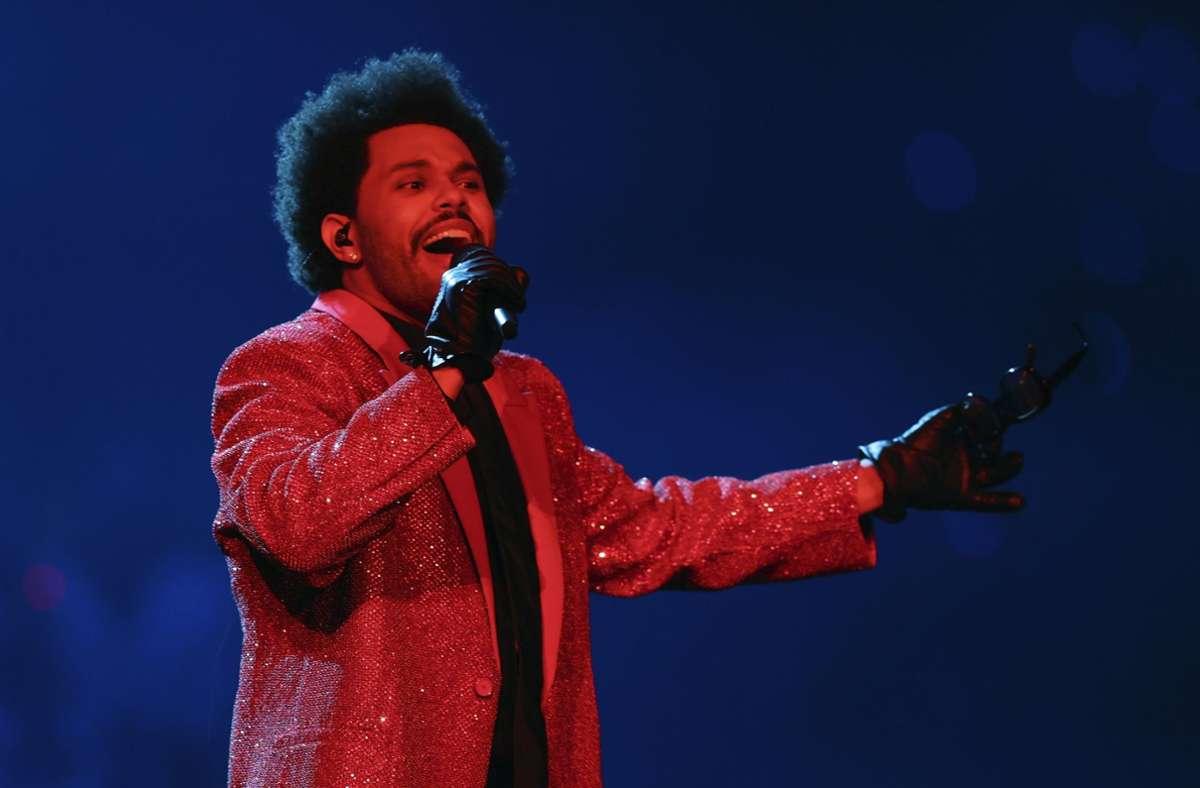 Mit seinem Auftritt beim Super-Bowl lieferte The Weeknd Stoff für ein vielgeteiltes Meme. Foto: dpa/Chris Carlson