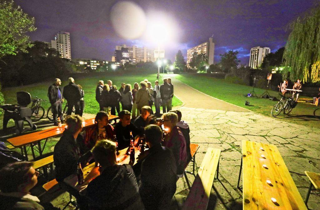 Abendliche Testgäste am Stadtparksee: Störend für Mensch und Tier? Foto: factum/Simon Granville