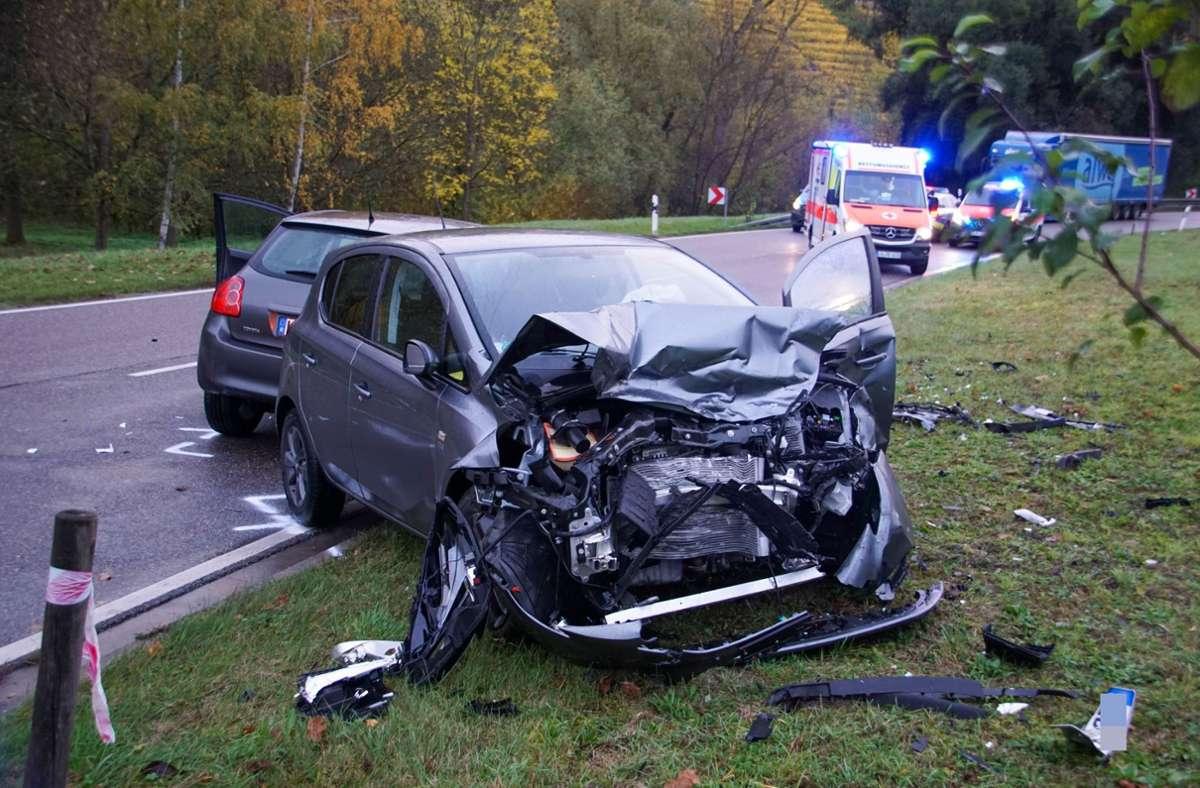 Bei einem Unfall nahe Besigheim sind zwei Menschen schwer verletzt worden Foto: SDMG/Hemmann