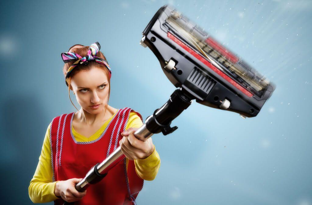 Erfahren Sie, wie Sie üble Gerüche aus dem Staubsauger schnell und einfach wieder loswerden. Foto: Nomad_Soul / Shutterstock.com