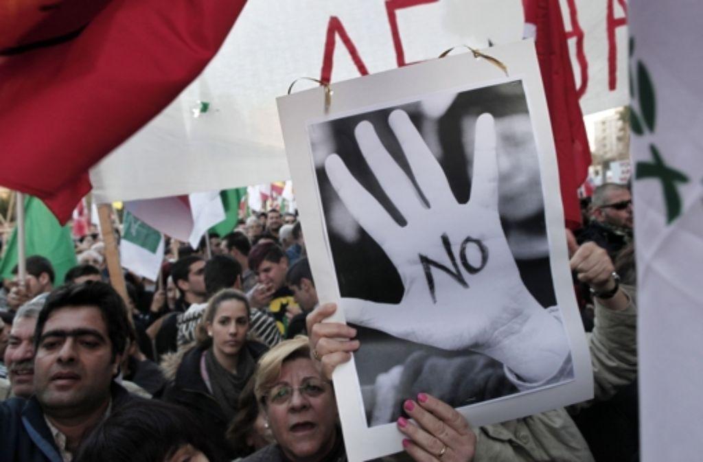 """""""Hände weg von unserem Geld!"""" – Einige haben 2013 selbst die Initiative ergriffen. Foto: AP"""