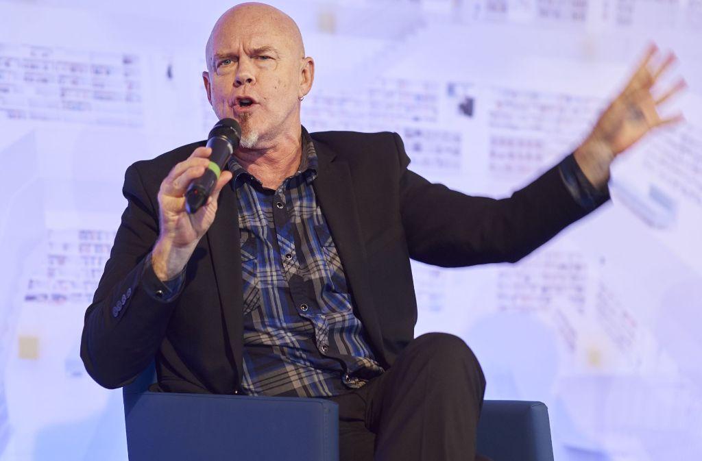 Der amerikanische Autor Tad Williams bringt sein Publikum in Fahrt. Foto: Ronny Schönebaum