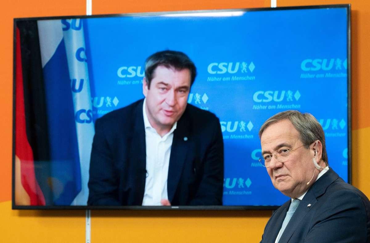 Markus Söder digitalen Neujahrsempfang der nordrhein-westfälischen CDU zugeschaltet. Armin Laschet lauscht seinem Kollegen. Foto: dpa/Federico Gambarini