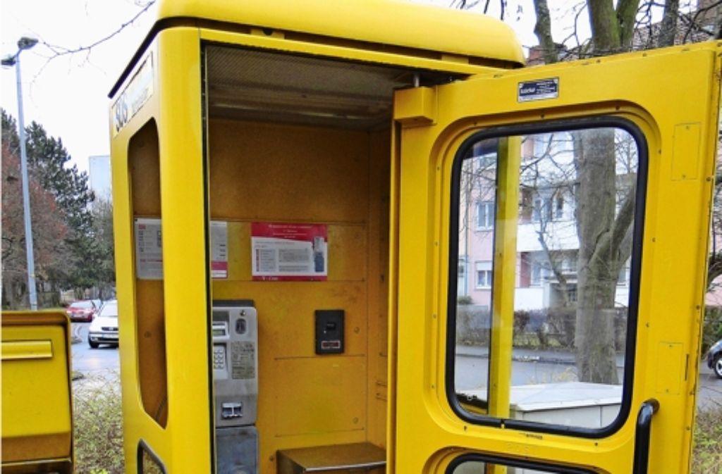 An der Widmaierstraße in Möhringen gibt es noch ein gelbes Telefonhäuschen. Meist bleibt dieses aber leer. Foto: Waltraud Daniela Engel