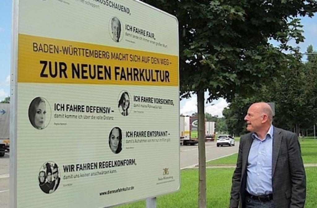 Verkehrsminister Winfried Hermann stellt die neue Kampagne vor. Foto: Verkehrsministerium