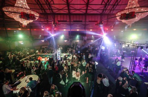 800 Gäste feiern ein Fest in der Alten Reithalle
